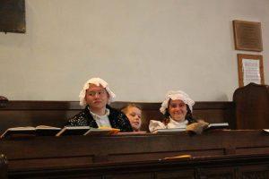 Children in bonnets